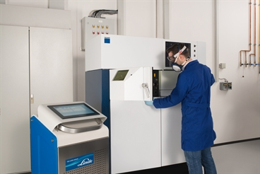 ADDvance O2 precision box with Trumpf 3D printer and employee with protection mask. Picture taken by Bernhard Rohnke.