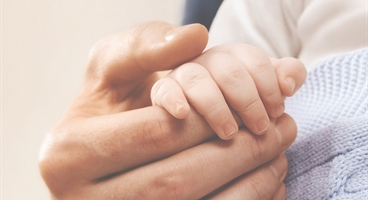 Baby and mothers hand for ENTONOX/LIVOPAN paediatric - old campaign!