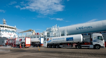 Downcooling of two LNG fuel tanks on a chemicals vessel, before first filling with LNG. Downcooling with LIN.
